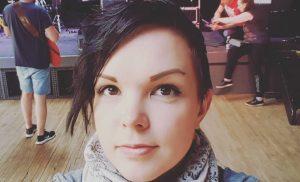 """Maria Tyyster soitti poliisit keikalleen: """"Känninen nuorisojoukko hyökkäsi kuin hyeenalauma"""""""