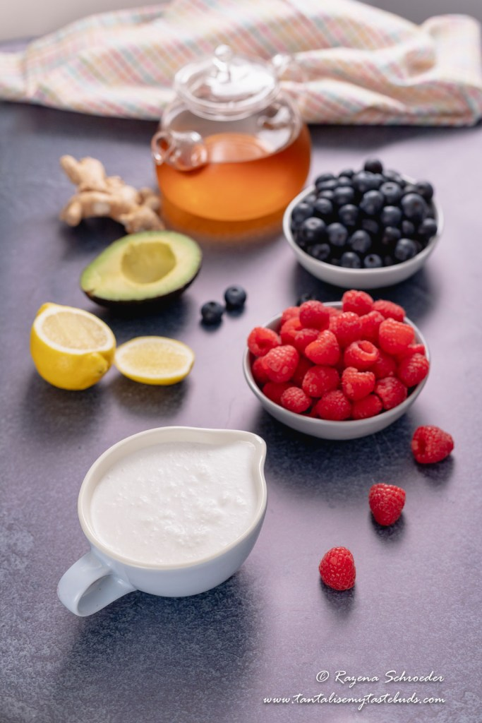 Low Carb Healthy Berry Smoothie ingredients