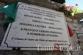 La lapide in memoria delle vittime civili del 1968