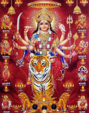 En consecuencia, en el complejo camino de la libertad espiritual, Tara es tanto nuestra inspiración como nuestra guía. Una de sus atribuciones cósmicas es salvarnos o liberarnos de los diferentes problemas que tenemos que enfrentar en la vida. Desde este punto de vista es muy parecida a Durga, una de las hipóstasis de Kali.