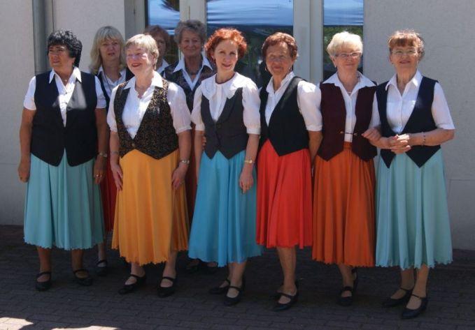 Tänzerinnen in Sonne