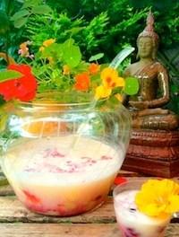 Ananas-Kokos-Bowle mit veganer Eiscreme