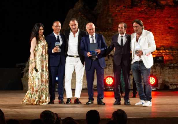 Francesco Tombolini e Beppe Angiolini con la famiglia Parisi e il direttore artistico Agata Patrizia Saccone