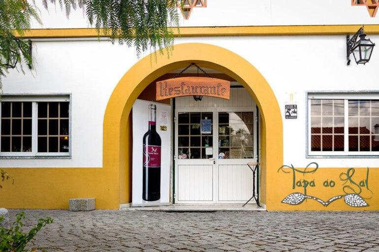 Entrada para o restaurante em Alpalhão
