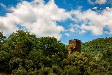 Castelo coberto de nuvens
