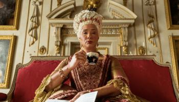 Golda Rosheuvel como Reina de Inglaterra en Bridgerton