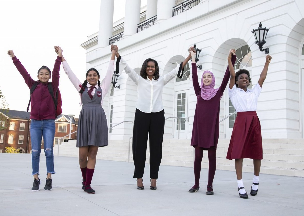 Michelle Obama con niñas para su iniciativa GoFundMe