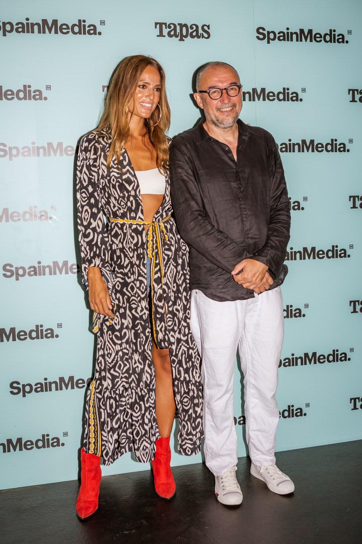 La Dj Chelina Manuhutu y Andrés Rodríguez