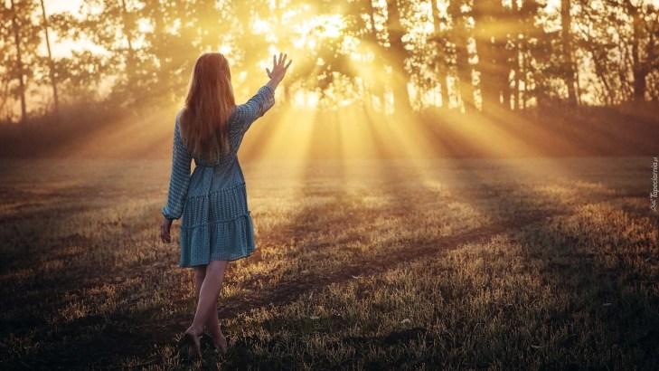 Risultati immagini per donna raggi sole