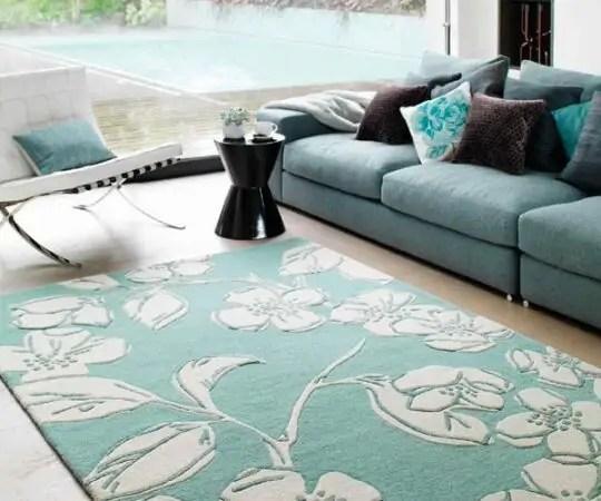 un tapis a fleurs pour une decoration