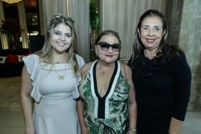 Caroline, Rosa Maia e Iris Santiago