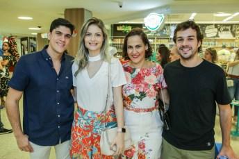 Victor Montenegro, Amanda, Sanzia Montenegro e Guilherme Studart (1)