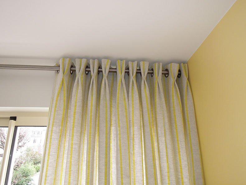 plis flamand sur tete oeillet rideaux