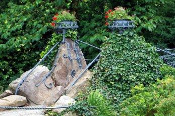 Über de, Schlossgraben führt diese schöne Brücke, die auch zum Rosenbogen führt.