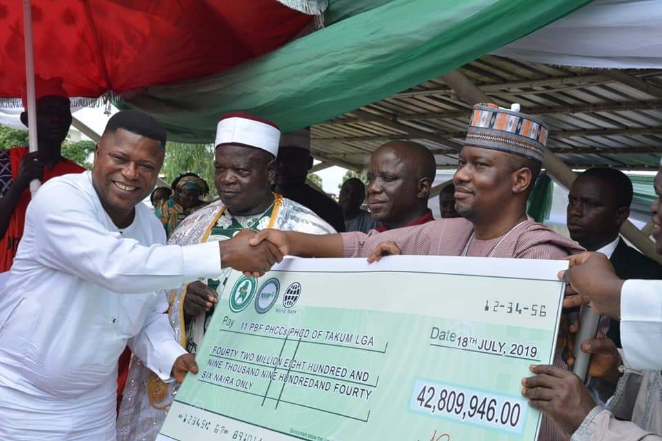 Gov. Ishaku Presents Cheques to LGs; Gives Out Brand New Mobile Clinic Vans