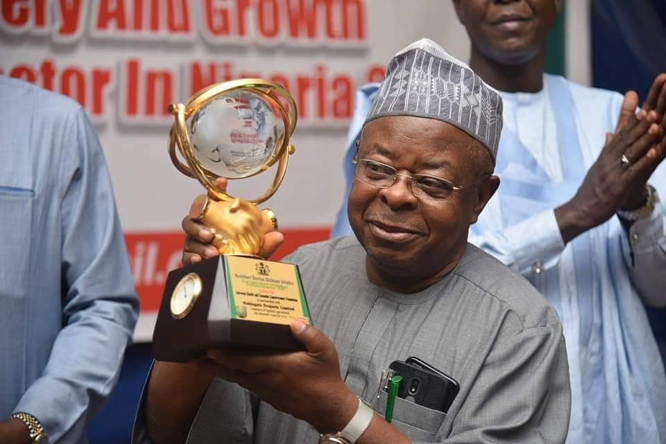 Gov. Ishaku Recognised for His Achievements; Receives an Award