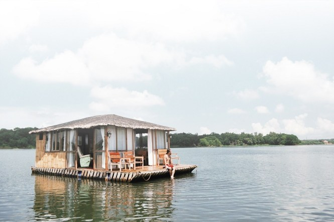 Eco-saddle floating cottage in Caliraya