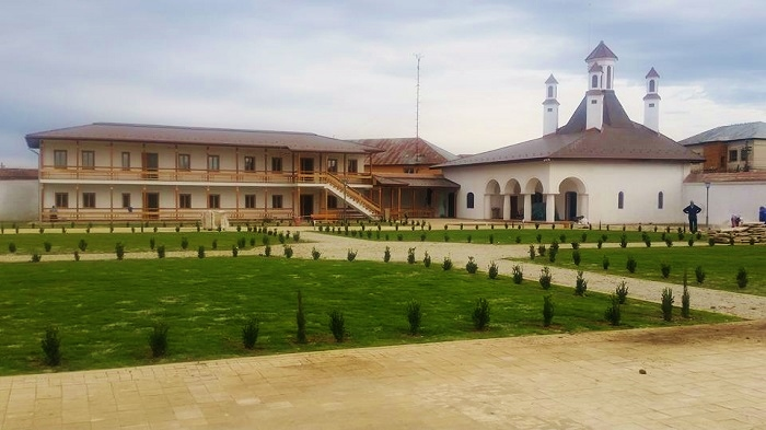 palatul-potlogi-1