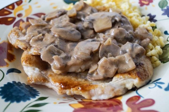 Schweinefilet in Champignon-Sahne-Soße (Pork in Mushroom Cream Sauce)