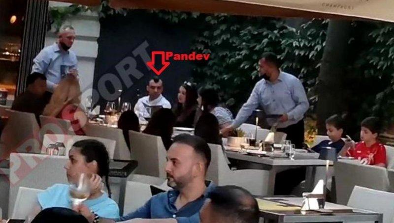 """""""Уловени"""" како ги кршат правилата: Пандев и Ангеловски со семејствата се почестија во луксузен ресторан во Букурешт"""