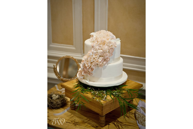 fairmont-palliser-calgary-wedding-cake-13