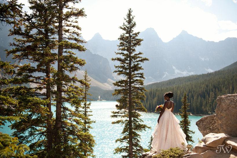 Moraine Lake bride Debol above the lake captured by Tara Whittaker Photography