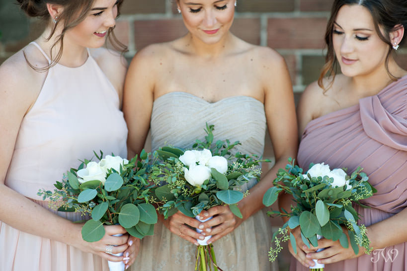 Neutral tones and greenery for a vineyard wedding in this feature of best bridal bouquets by Tara Whittaker Photography