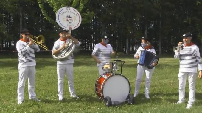 Gers. le d'Artagnan band rend hommage au personnel soignant
