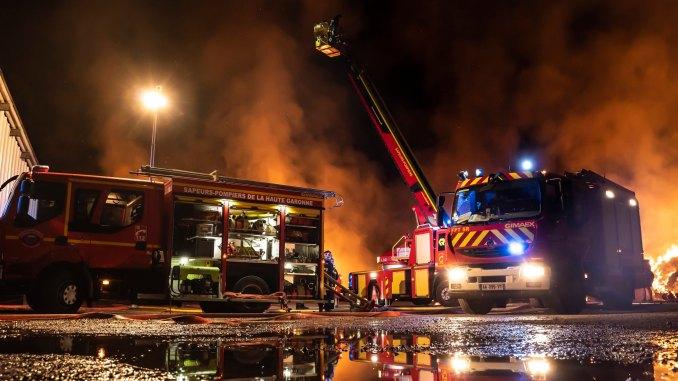 Violent incendie au sud de Toulouse mercredi soir