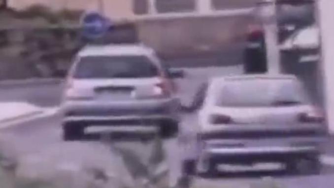 Alès chauffard percute policiers