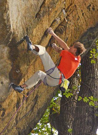 Alex Megos in Vymple (14b), New River Gorge, WV. (Bildnachweis: Eric Hörst)
