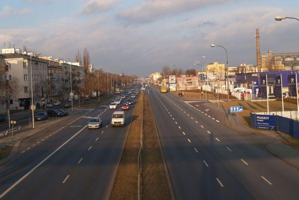 Plan obejmie tereny po prawej stronie Radzymińskiej (patrząc z kładki). Ma powstać m.in. pierzeja ulicy / fot. targowek.info