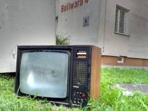 Telewizor wyrzucony na Bródnie / fot. targowek.info