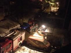 Na zdjęciu widać samochody zaarkowane na chodniku na Janinówce / fot od czytelnika Macieja