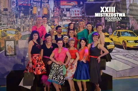Reprezentacja Egurrola Dance Studio na Bródnie wraz z trenerem Stefano Terrazzino (turniej Ladies Challenge, Warszawa, luty 2014 r.)