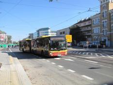 Autobus 527 na rozkopanym placu Wileńskim /fot. ZTM