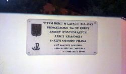 Tablica na domu przy ul. Pospolitej / fot. targowek.info