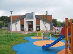 Przedszkole od strony placu zabaw