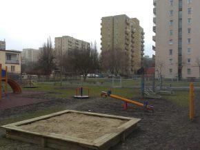 Nowy plac zabaw przy Poborzańskiej róg Goworowskiej / fot. targowek.info