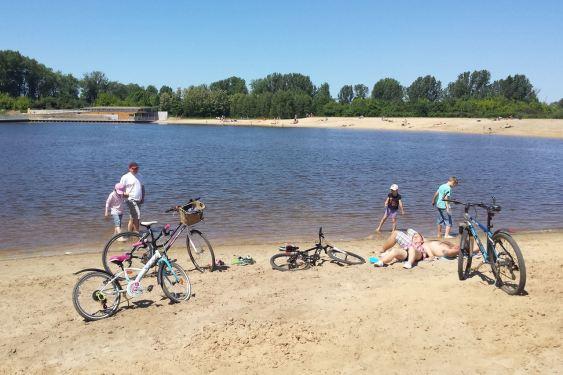 Plaża na budowie jeziorka przy ul. Bardowskiego /fot. targowek.info