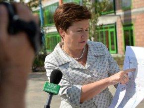 Na zdjęciu z sierpnia Hanna Gronkiewicz-Waltz ogłasza, że na Targówku powstanie szkoła /fot. urząd miasta