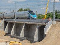 Po nowym wiadukcie przyszłej Trasy Świetokrzyskiej jeździ już Pendolino / fot. ZMID