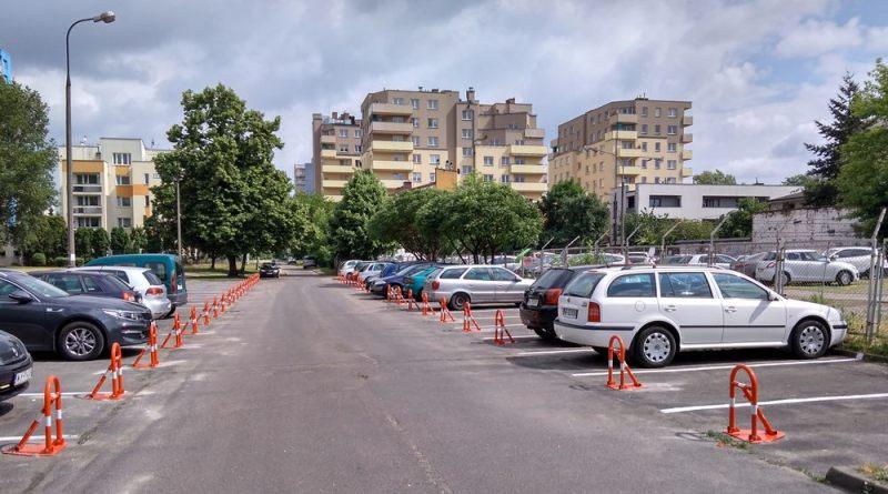 Spółdzielnia zajmuje ulicę i wynajmuje miejsca parkingowe