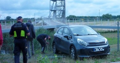 Samochód wjechał do zalewu Bardowskiego