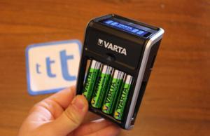 VARTA LCD Plug Charger