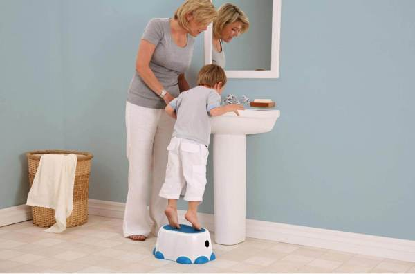 Bumbo-step-stool-blue-tartaruguita