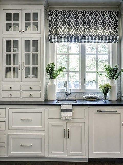 siyah desenli mutfak perdesi