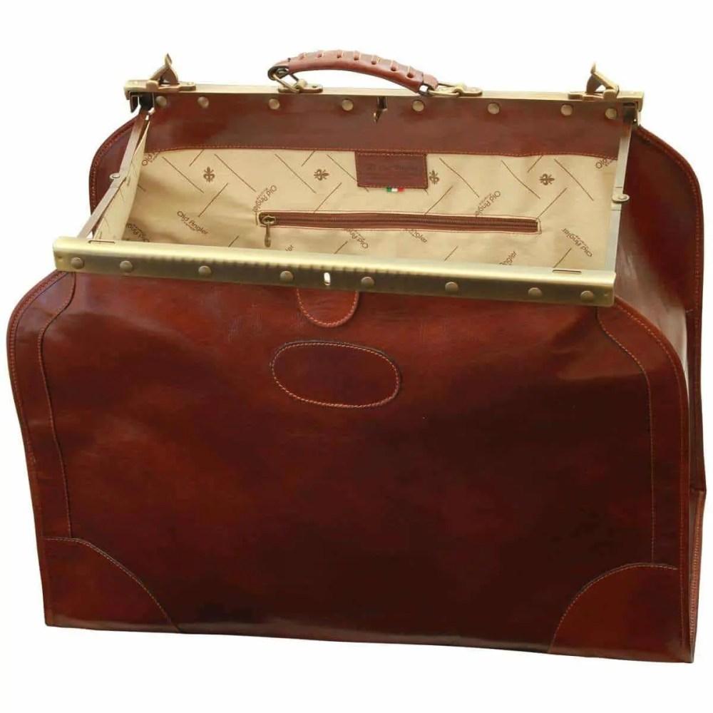 Reisetasche Old America weit geöffnet