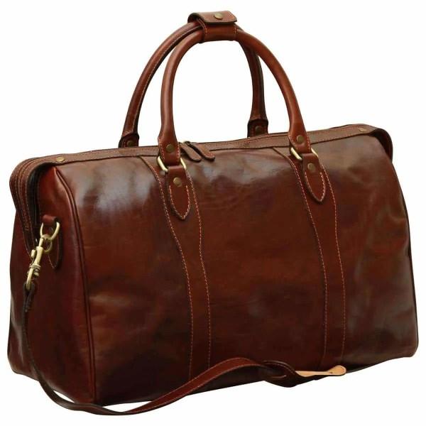 Querstehende Reisetasche mit Schultergurt braun