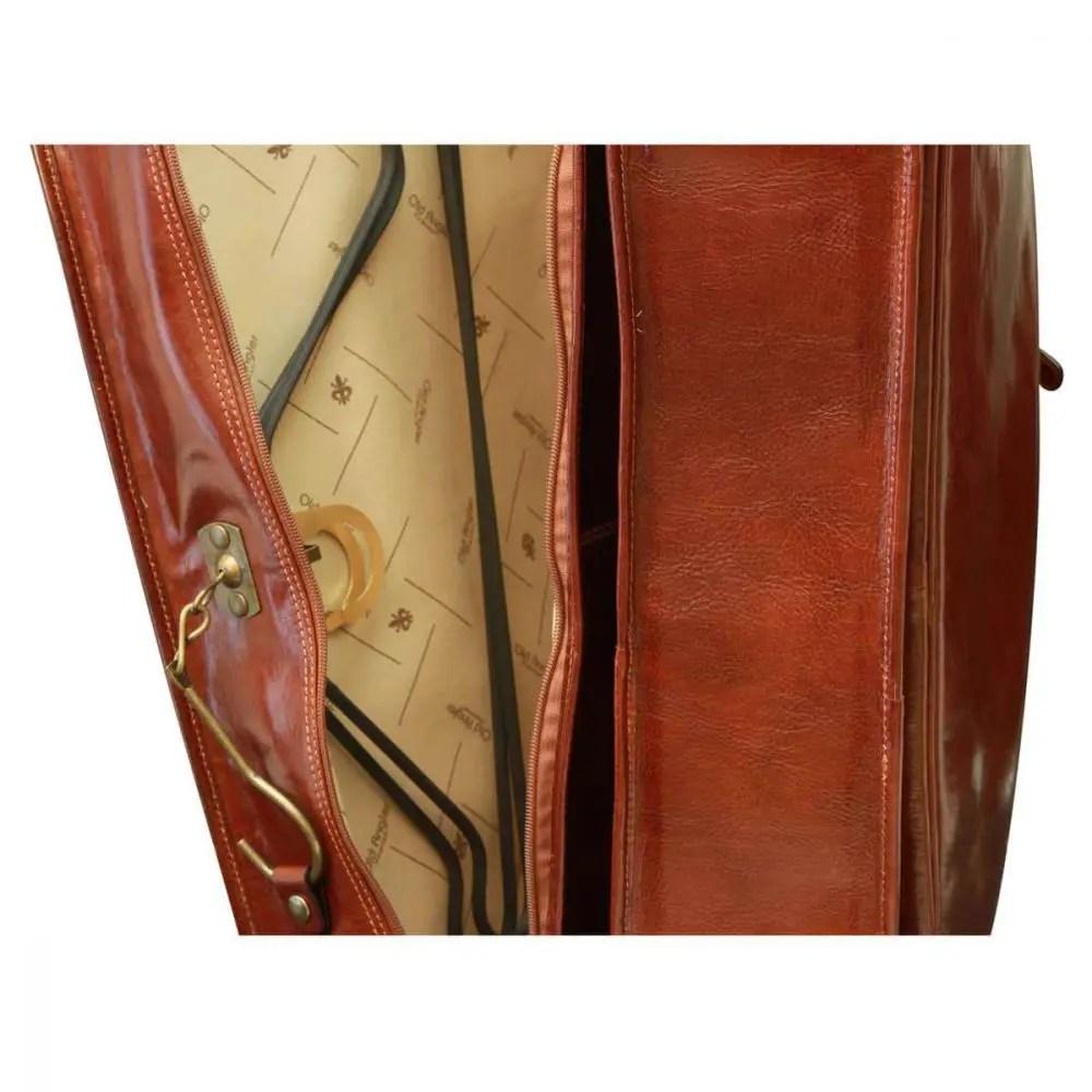 Kleidungstasche aus Vachetta-Leder nah